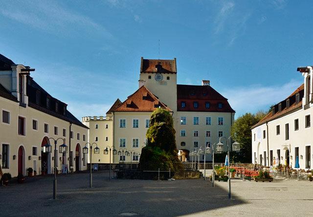 Schloss_Seefeld.jpg